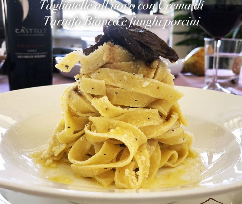 Tagliatelle all'uovo con Salsa di Tartufi Bianchi e funghi porcini
